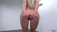 Blonda Ce Face Striptease Si Sex